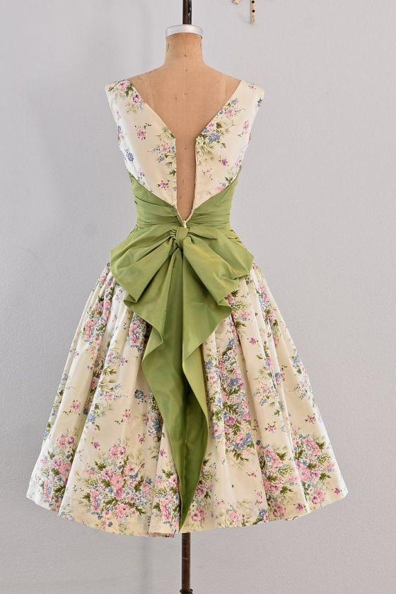 148 HAWA-Tampil Elegan dan Feminin Dengan Gaya Vintage-4