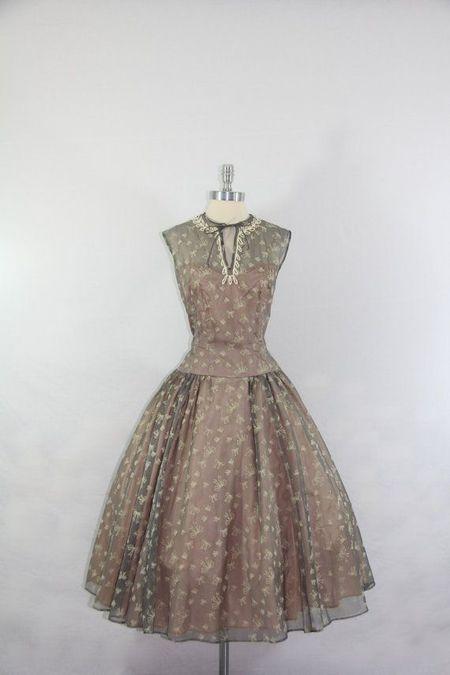 148 HAWA-Tampil Elegan dan Feminin Dengan Gaya Vintage-6