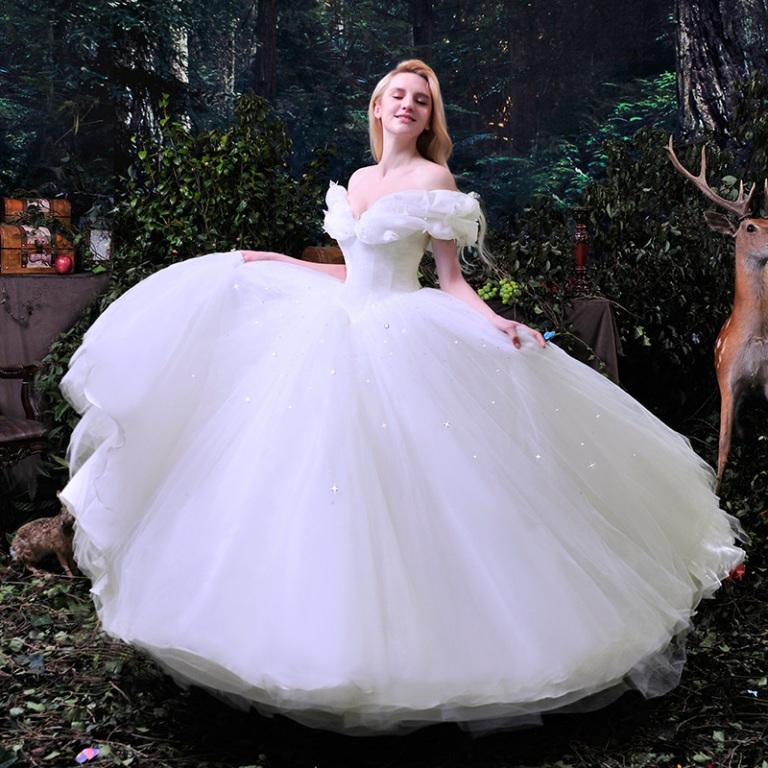 207 HAWA-5 Gaun Pernikahan Inspirasi Film-12
