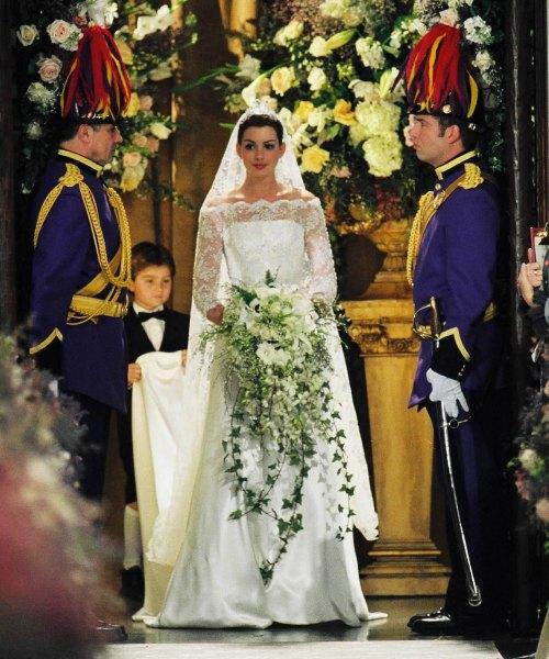 207 HAWA-5 Gaun Pernikahan Inspirasi Film-9