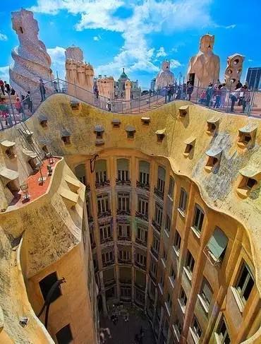 226 HAWA-Pergi ke Barcelona dan Nikmati Keindahan Bangunan-Bangunannya-2