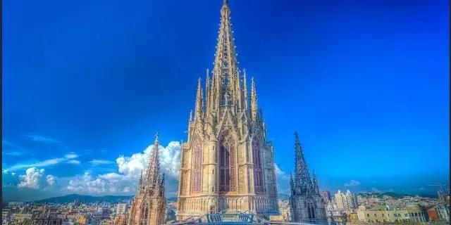 226 HAWA-Pergi ke Barcelona dan Nikmati Keindahan Bangunan-Bangunannya-4