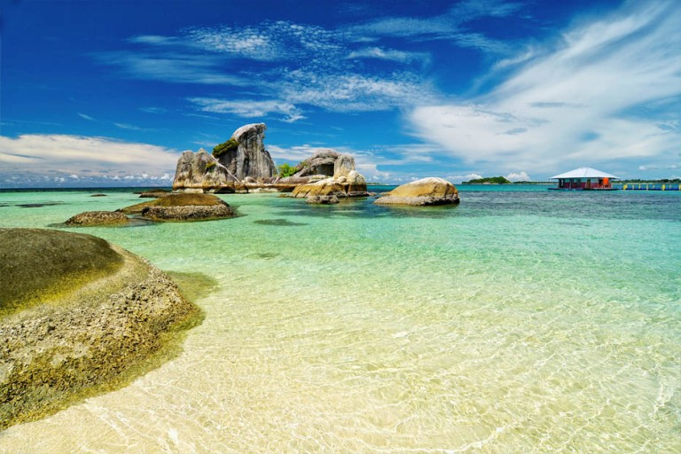 239 HAWA-Pantai Indonesia Untuk Liburan Romantis-1