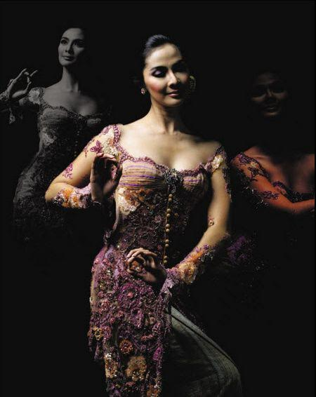 335 HAWA-Wanita Indonesia di Mata Mike Lewis-1