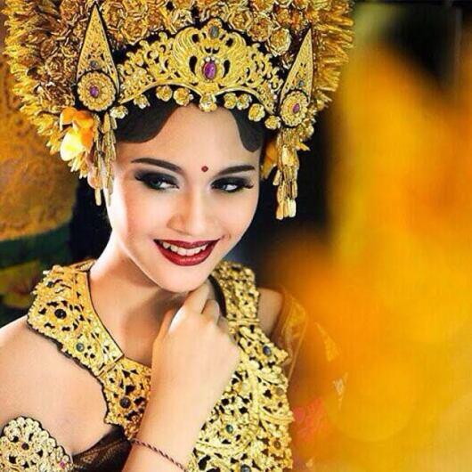 335 HAWA-Wanita Indonesia di Mata Mike Lewis-2
