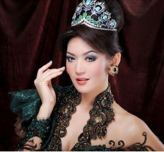 335 HAWA-Wanita Indonesia di Mata Mike Lewis-3