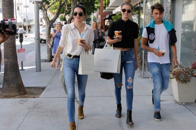 377 HAWA-Matching Outfit Bareng Sahabat a la Kendall Jenner & Gigi Hadid-3