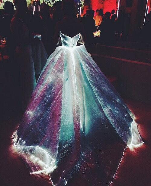 623 HAWA-Jennifer Marcelina, Tampil Seperti Putri Disney, Gaun Clare Danes Menyala Dalam Gelap!-3