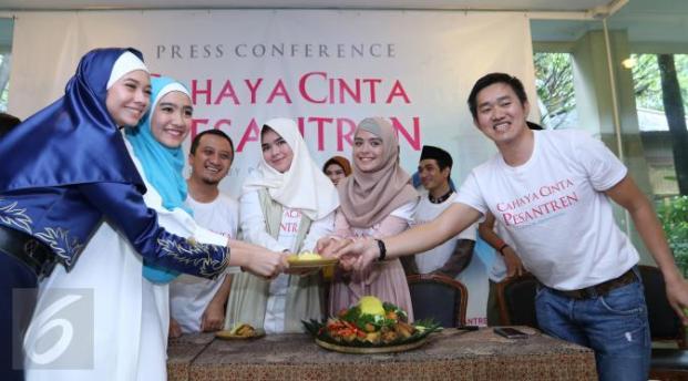 652 HAWA-Ustadz Yusuf Mansyur Mengangkat Kehidupan Pesantren, Melalui Film 'Cahaya Cinta Pesantren'-3