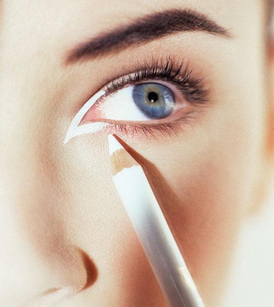 660 HAWA-Mei Mei, Wajah Terlihat Lebih Segar dengan Eyeliner Putih!-2