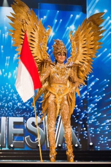 miss_universe_2017_indonesia_national_costume-jpg-pagespeed-ce-qh8qnwwyfr
