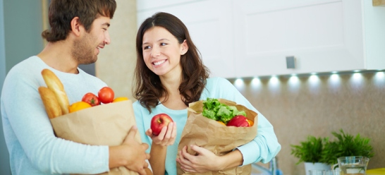 couple-with-food