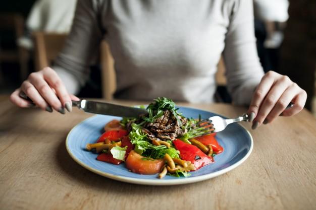 eating-salad-healthy-food-people_1303-1564