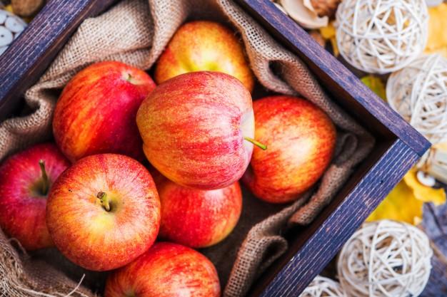 fresh-red-apples_1426-1489.jpg