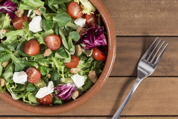 top-view-of-fork-next-to-a-bowl-with-salad_23-2147609633.jpg