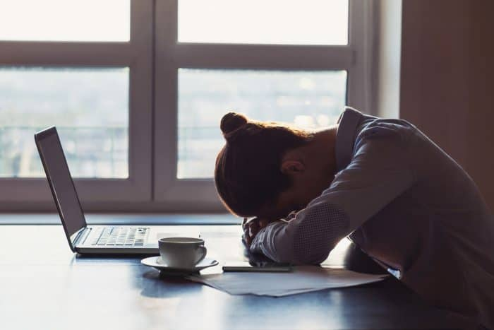 cara-mencegah-stres-kerja-freelance-700x467.jpg
