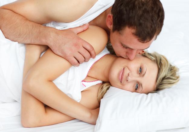 boyfriend-kissing-his-girlfriend-in-bed_13339-269062.jpg