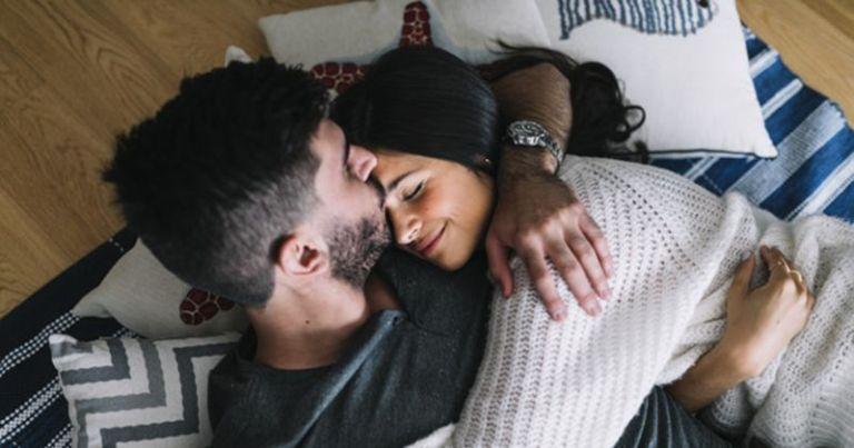 pasangan-foreplay-sebelum-hubungan-seks-4-866cea78138f46c9556ef05b8c527d9f.jpg